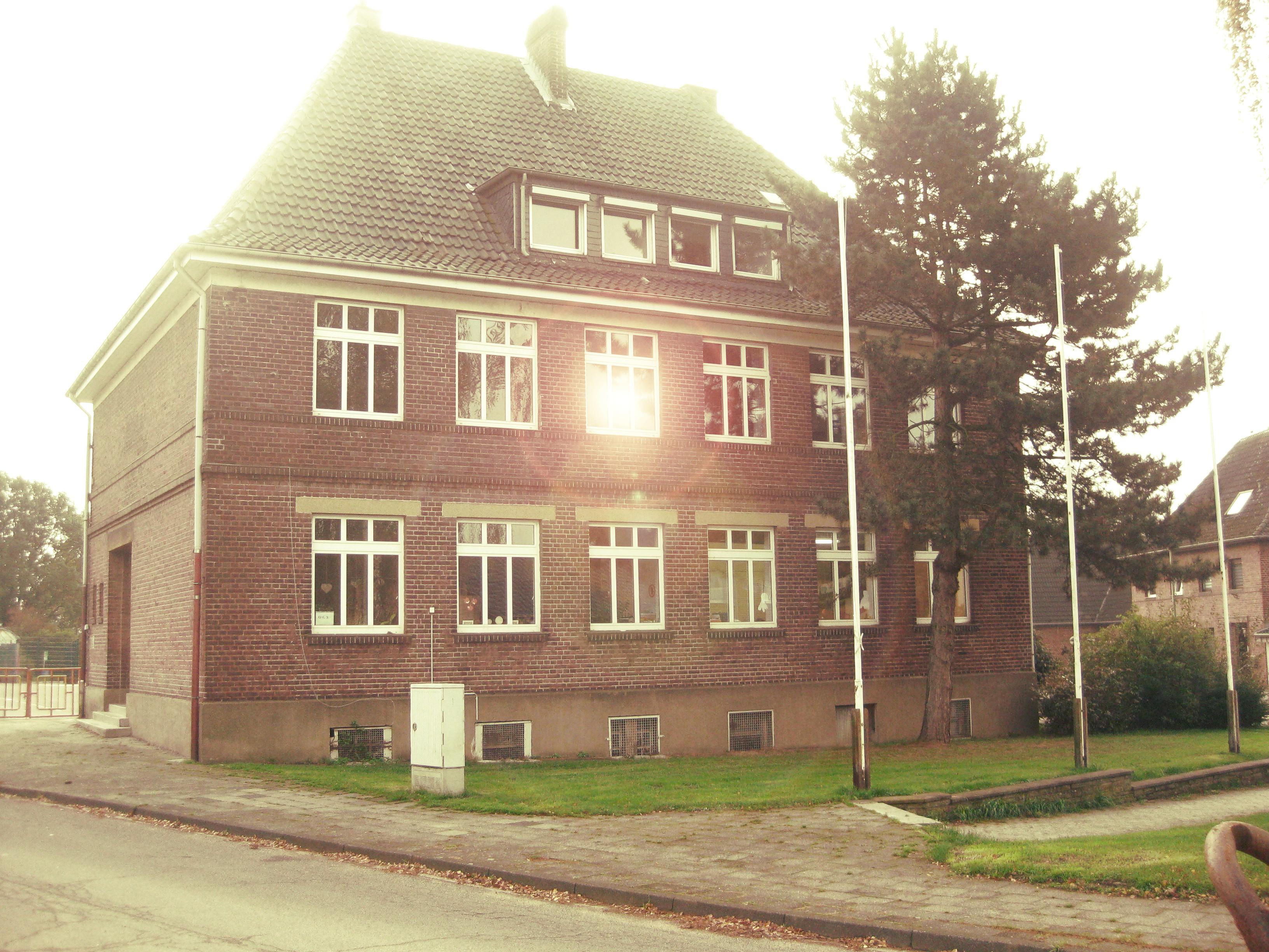 Schule vorne2